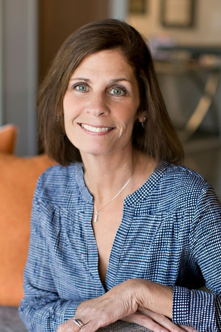 Alison Williams,  in San Carlos, Sereno