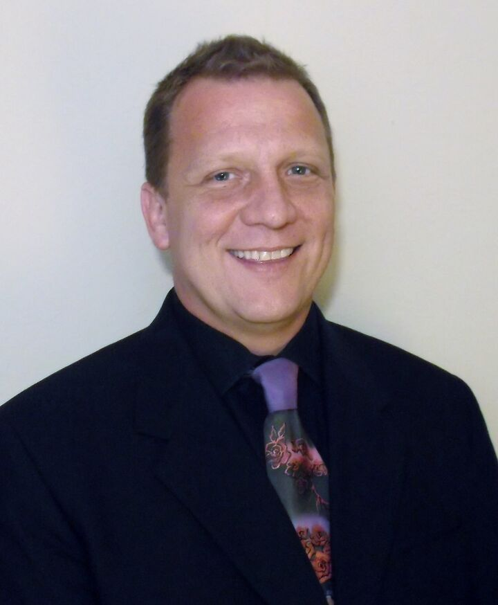 Michael Kachelski,  in Lutz, Dennis Realty & Investment Corp.